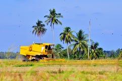 Gelbe Erntemaschine Lizenzfreie Stockbilder