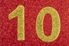 Gelbe Farbe der Nr. zehn über einem roten Hintergrund jahrestag Stockfotos
