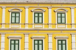 Gelbe Fensterwand Stockbild