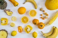 Gelbe Frucht- und vegauswahl Lizenzfreie Stockbilder