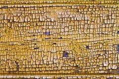 Gelbe gebrochene Holzoberfläche, Hintergrund Lizenzfreies Stockfoto