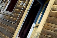 Gelbe grunge Tür Stockfotos