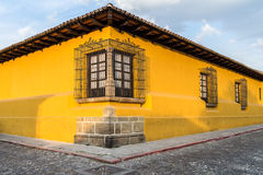 Gelbe Haus-Ecke Stockfoto