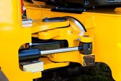 Gelbe hydraulische Exkavator-Artikulations-Vorrichtung lizenzfreie stockbilder