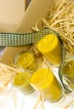 Gelbe Kerzen, Farbband und Kasten Lizenzfreie Stockfotografie