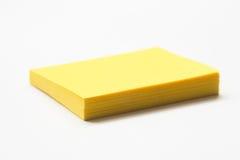 Gelbe klebrige Anmerkungs-Auflage Lizenzfreie Stockfotos