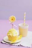 Gelbe kleine Kuchen Stockfotos