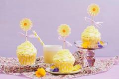 Gelbe kleine Kuchen Stockfoto