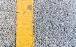 Gelbe Linie auf Ole Street Lizenzfreies Stockbild