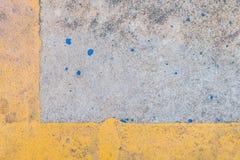 Gelbe Linie des Zementes Stockfotografie