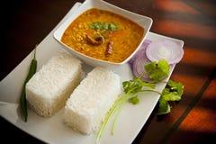 Gelbe Linsen und Reis Stockfotografie