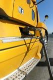 Gelbe LKW-Betankung Stockbild