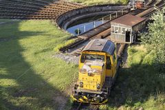 Gelbe Lokomotive stockfoto