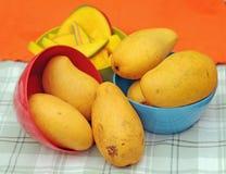 Gelbe Mangos Lizenzfreies Stockfoto