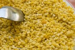 Gelbe moong Dal-, behäutete und aufgespalteteMungobohne Stockbild