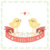 Gelbe nette Babyhühner in der Liebe vector Hintergrund Die Karte des Heilig-Valentinsgrußes Lizenzfreie Stockbilder