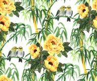 Gelbe Pfingstrosen, Bambus und Vögel Stockfoto