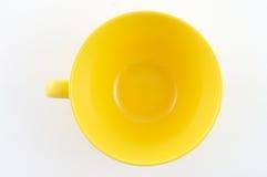 Gelbe Platte auf weißem Hintergrund Stockfotografie