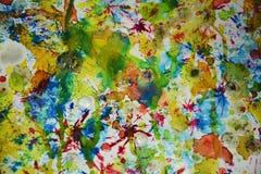 Gelbe rote grüne rosa blaue klare Farben, kreativer Hintergrund des Wachsfarben-Aquarells Lizenzfreie Stockbilder