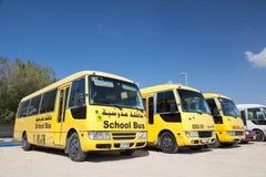 Gelbe Schulbusse in Dubai Stockbild