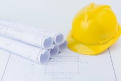 Gelbe Schutzhelm- und Planzeichnung Lizenzfreie Stockbilder