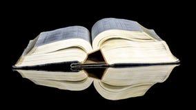 Gelbe Seiten einer alten roten Rübe herauf Buch Lizenzfreies Stockfoto