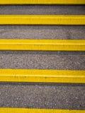 Gelbe Sicherheits-Jobstepps - Unfallverhütung Stockbild