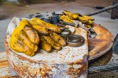 Gelbe Sicherungsarbeiten glühen Stockfotos