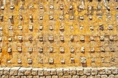 Gelbe Steinwandbeschaffenheit Stockfoto