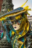 Gelbe Türkisvenedig-Maske Stockbilder