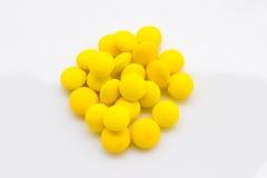 Gelbe Tabletten Lizenzfreie Stockbilder