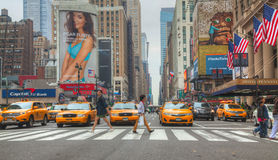 Gelbe Taxis an der New- York Citystraße Lizenzfreie Stockfotos