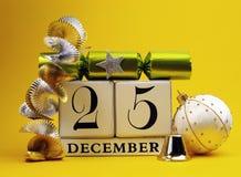 Gelbe Themaabwehr der weiße Kalender des Datums für Weihnachtstag, 25. Dezember. Stockbild