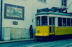 Gelbe Tram in Lissabon, Portugal Lizenzfreie Stockfotografie