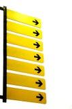 Gelbe unbelegte Zeichen mit Pfeilen Stockfotografie