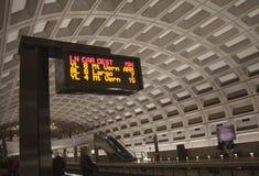 Gelbe und blaue Zeile Gleichstrom-Metro Lizenzfreie Stockbilder