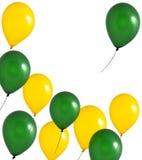 Gelbe und grüne Ballone auf weißem Hintergrund Stockbilder
