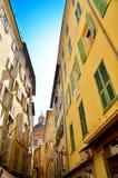 Gelbe und grüne Fassade lizenzfreie stockfotografie