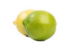 Gelbe und grüne Zitronen lizenzfreie stockbilder