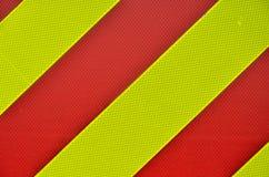 Gelbe und rote diagonale Streifen stockbild