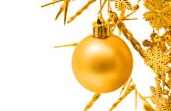 Gelbe Weihnachtskugel Lizenzfreie Stockfotografie