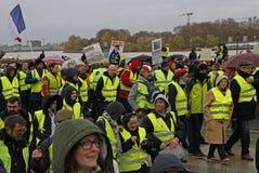 Gelbe Westen der Demonstration gegen Zunahmesteuern auf Benzin lizenzfreies stockbild