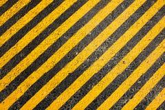 Gelbe Zeile auf der Straße Stockfotografie
