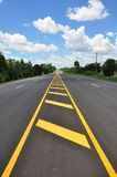 Gelbe Zeile Verkehrssymbol Stockbild