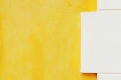 Gelbe Zementwandbeschaffenheit Stockfotografie