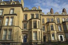 Gelbe Ziegelstein-Häuser Lizenzfreies Stockfoto