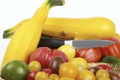 Gelbe Zucchini und frische organische Tomaten Stockbild