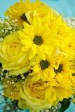 Gelber Brautblumenstrauß Stockfotos