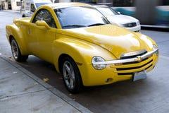 Gelber Chevrolet SSR lizenzfreie stockfotos