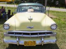 1954 gelber Chevy Front View Stockbilder